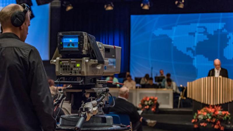 BCCs stevner og arrangementer på Brunstad sendes via direkte satellittoverføringer eller via internett streaming til medlemmer over hele verden.
