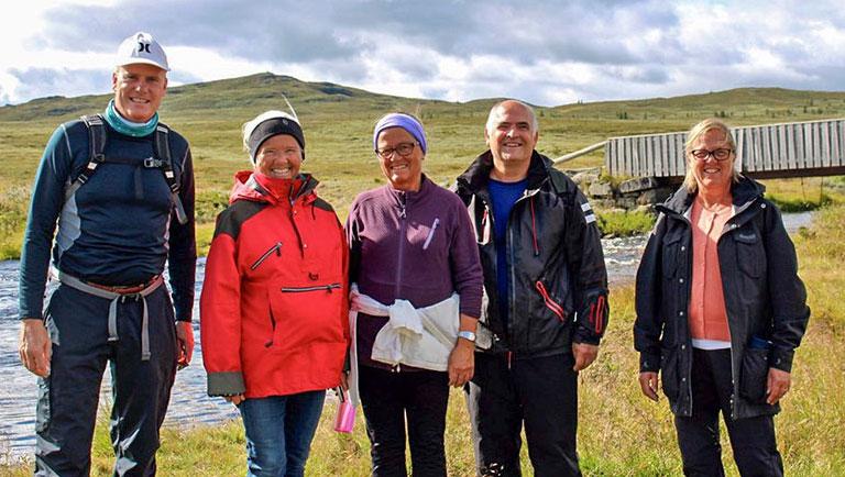 Aktive seniorer på tur til fjells
