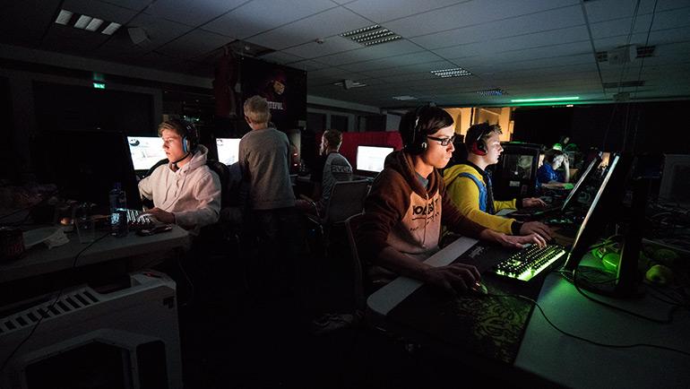 Over 100 ungdommer samlet til LAN