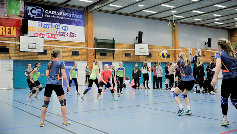 Volleyballjenter møtes til camp