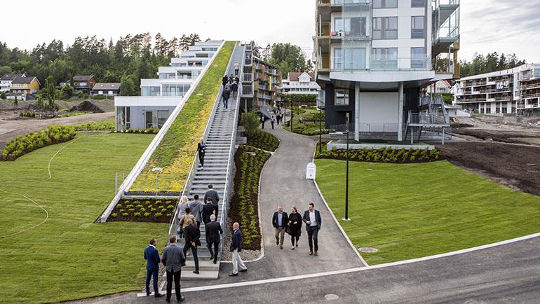 Åpning av moderne hotellbygg på Oslofjord
