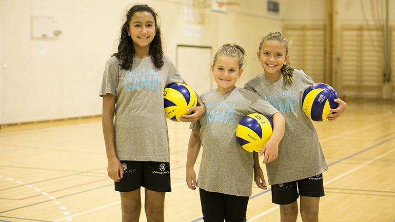 Volleyball og vennskap under sommerkonferansen
