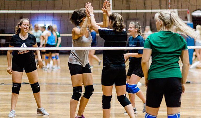 Volleyballcamp med deltakere fra Europa, USA og Canada