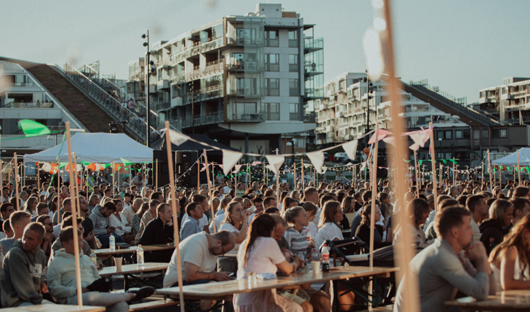 Brunstadmagasinet: allsang og informasjon fra festplassen