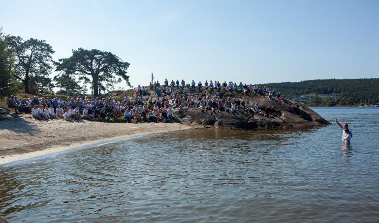 Dåp: 33 ungdommer lot seg døpe